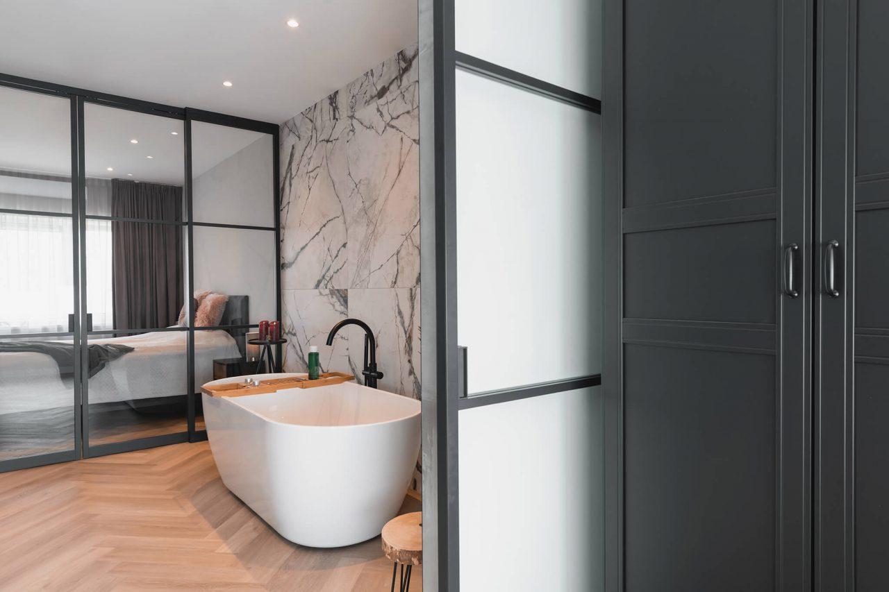 Schuifwand en deur badkamer slaapkamer GewoonGers