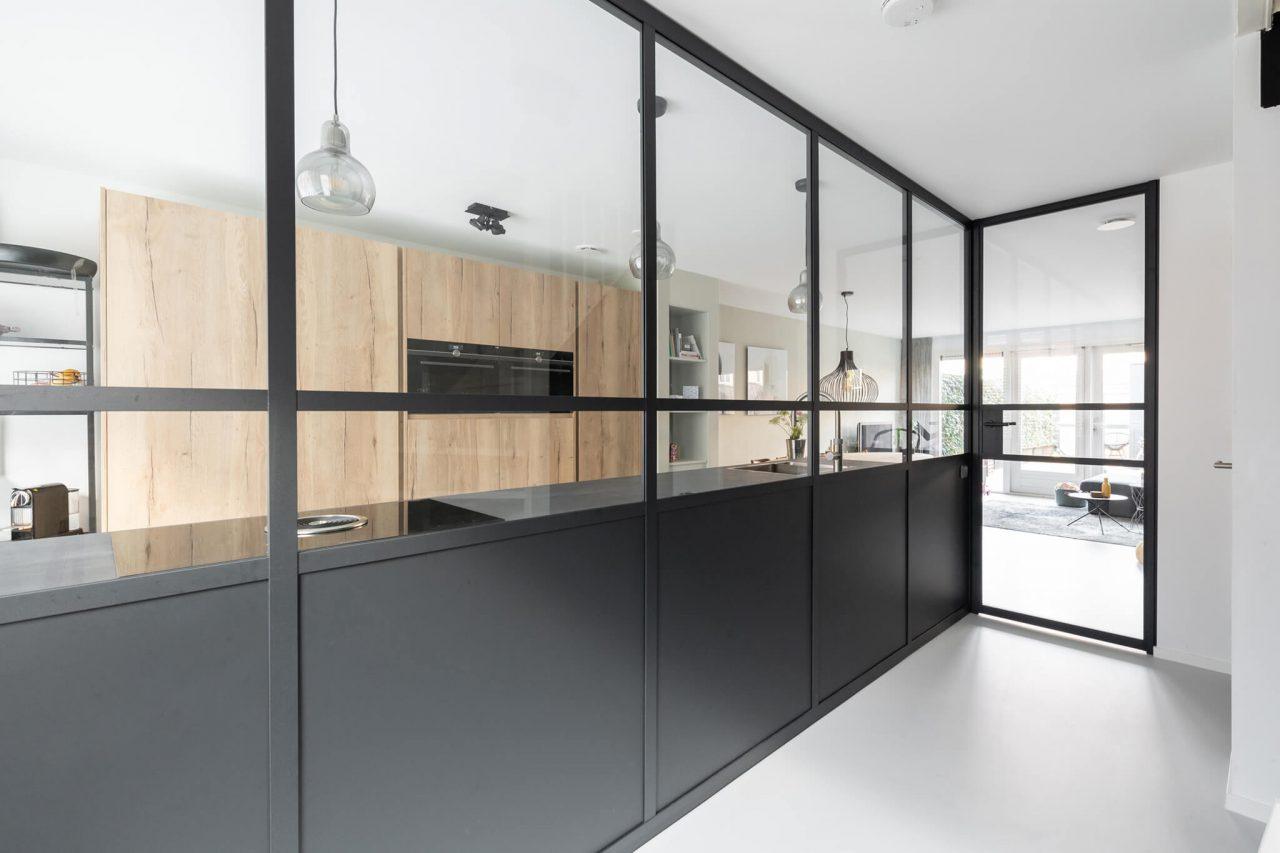 Delft Hoekwand gang keuken GewoonGers aluminium beplating