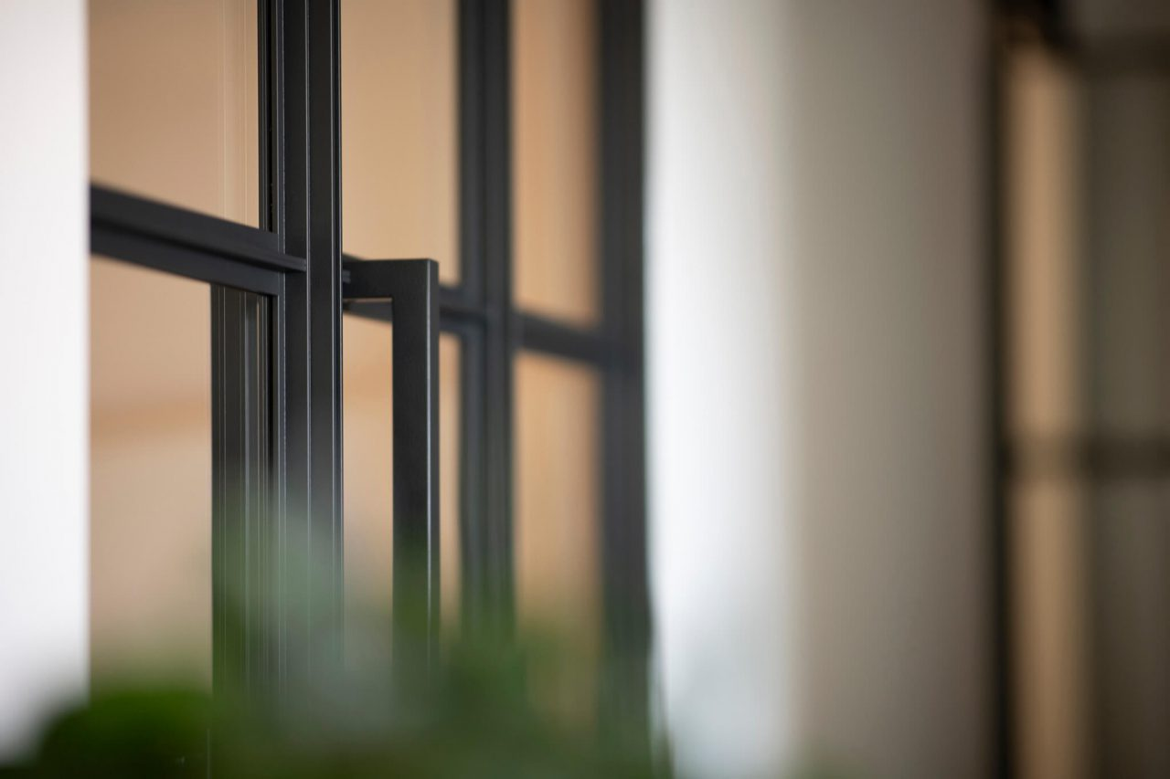 Woonhuis Lloydpier Rotterdam taatsdeur staal glas detail